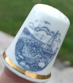 Vingerhoed - Bone China - Souvenir Walton on the Naze