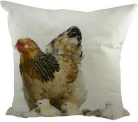 Sierkussen Hen met kuikens van Mars & More