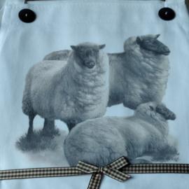 Mary Lake Thompson Schort met twee zakken met schapen decoratie