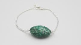 Armband met groen, witte gemêleerde steen
