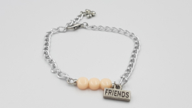 Friends armband met tussenzetsel