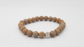 Matte zand kleur stenen kralenarmband met buddha tussenzetsel