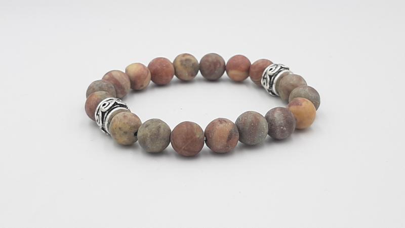 Matte stenen kralenarmband in aardetinten