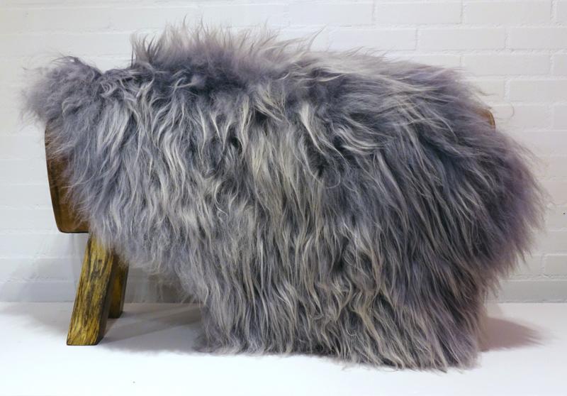 V07 Schapenvacht Grey Brisa langharig 90-100 cm.