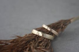 Geelgouden trouwringen met hamerslag - afgeronde versie