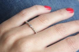Fijne gouden pareldraadring met diamant