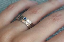 Witgouden ring met blauwe en oranje Saffier