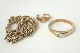 Hanger van oud goud met symbolische betekenis