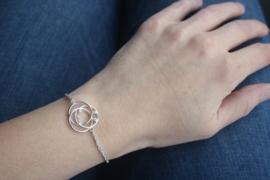 Zilveren armband van 3 zussen voor hun moeder
