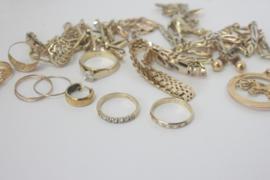 Bloemetjesring van oud goud