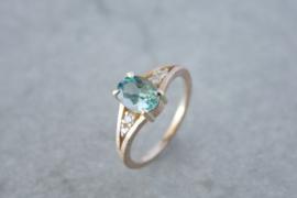 Verlovingsring geelgoud met bijzondere Topaas en diamant