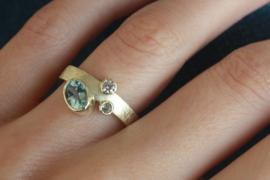 Ring met edelstenen, aangepast uit eigen collectie