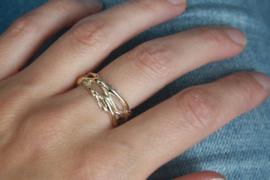 Organische ring voor G, gemaakt van oude sieraden
