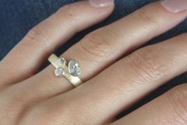 Geelgouden ring met edelstenen