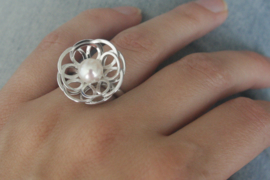 Witgouden ring 'Bloem'