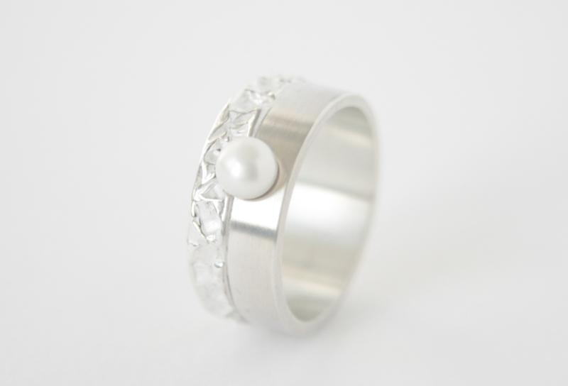 Ring contrast met zoetwaterparel