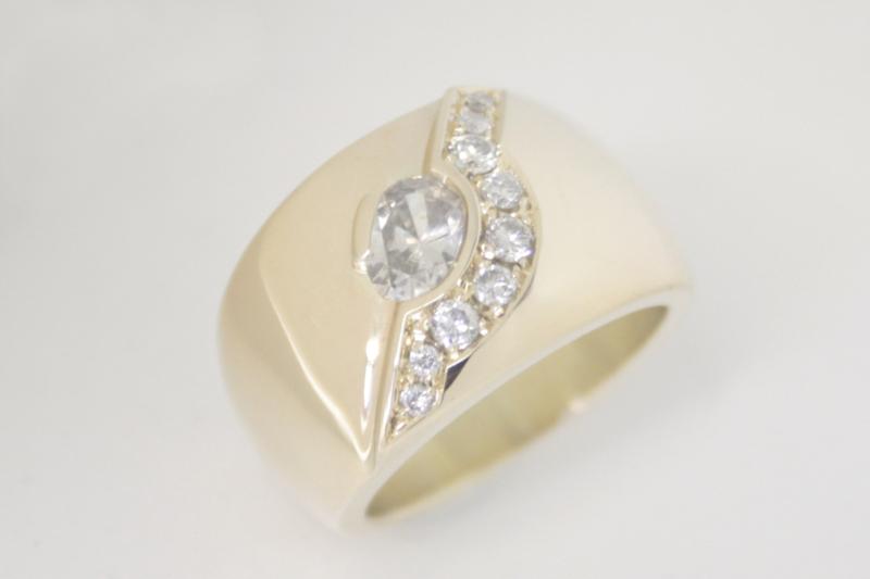 Verwonderend Brede gouden ring met diamant gemaakt van oude sieraden | In SW-36