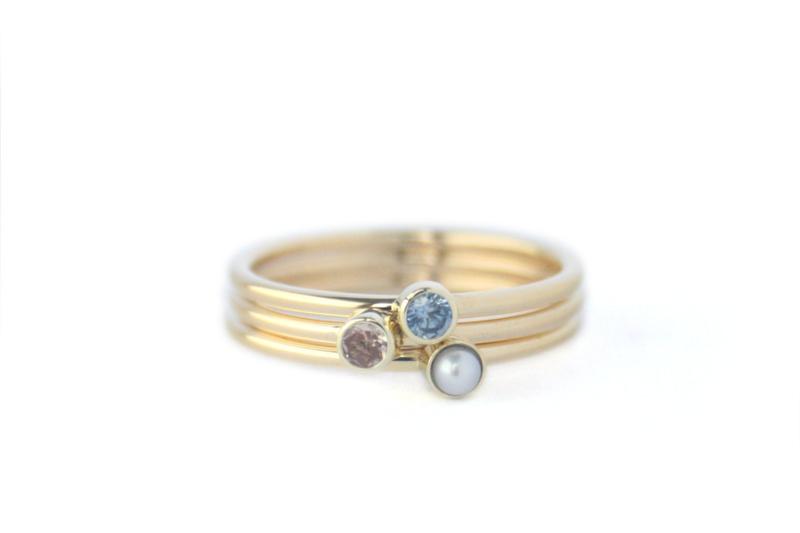 Aanschuif ringen met Geboortestenen van haar kinderen