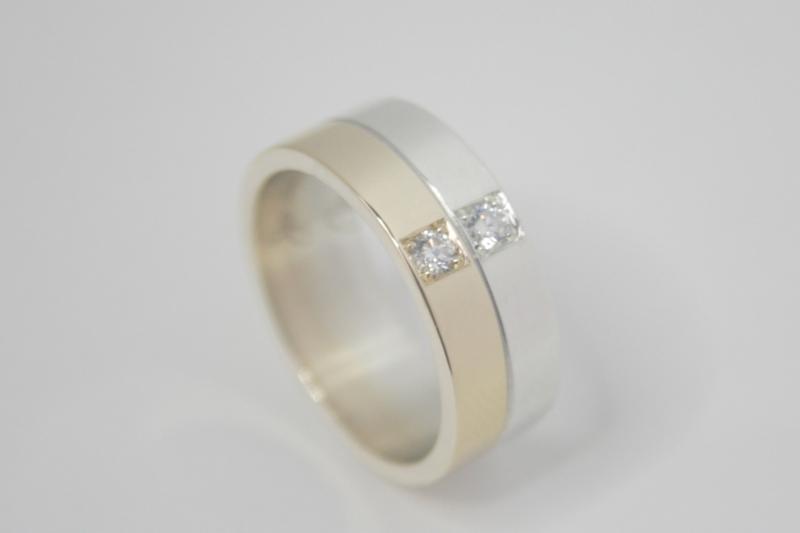 Bi-color ring van oud goud met diamanten