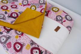 Wiegdeken met hoes 'Yellow Lion' roze / okergeel