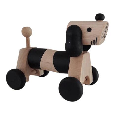 Houten hondje op wielen - monochrome
