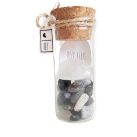 Bergkristal hartje (2cm) met mix edelsteentjes in flesje