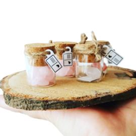Flesje met mini edelstenen Rozenkwarts hartje (recht flesje 3cm hoog)