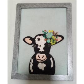 Geborduurd schilderij koe