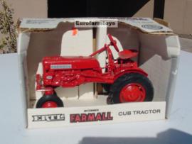 E00235 CIH Farmall CUB