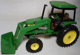 E05578 JD 2755 FWA Tractor Loader