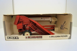 E00666 CIH 1-PR Corn Picker