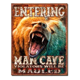 MP1817 Entering man cave Grizzly