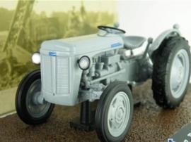 JP04 Ferguson TE20 1953 IXO Grey Farm T3