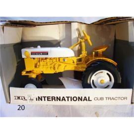 E00653 International Cub Tractor