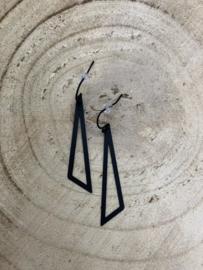 Hangoorbellen mat zwarte open driehoek