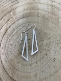 Hangoorbellen mat zilvere open driehoek klein