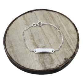 Baby plaat armbandje met sierlijke details, zilver