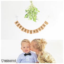 DIY Letterslinger Kerstkusjes