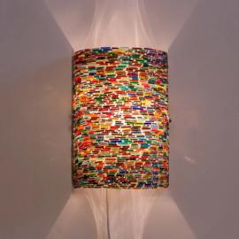 Wandlamp cilinder-gebroken kleurrijke armbandjes.