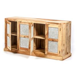 Oosters dressoir met transparant mozaïek panelen.