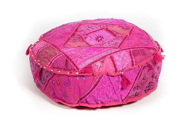 Oosterse poef patchwork roze met kwastjes.