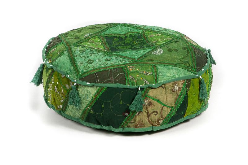 Oosterse poef patchwork groen met kwastjes.