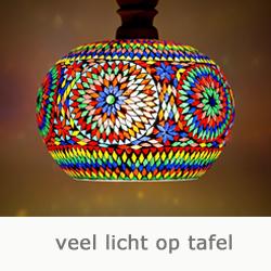 veel licht op tafel met deze mozaiek hanglamp