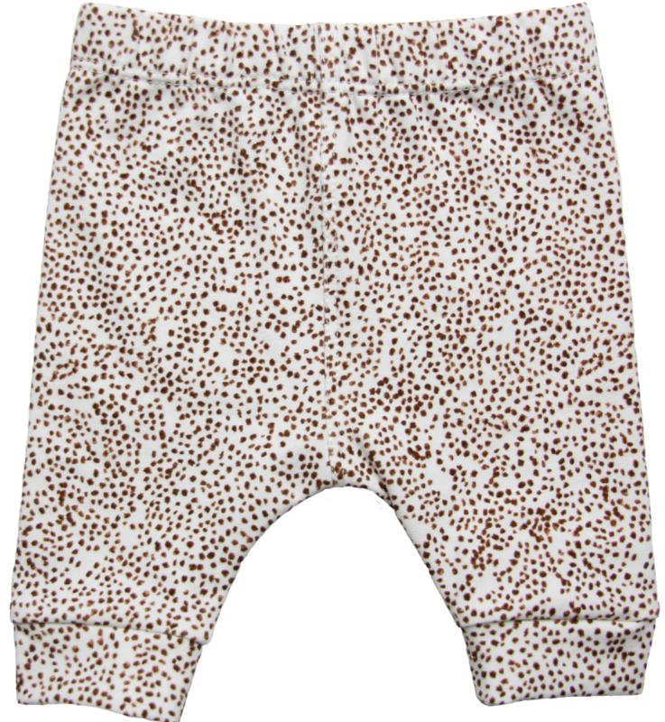 Hip basis broekje met bruine stipjes