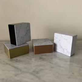 Metalen doosje met marmeren (metalen) deksel - vierkant