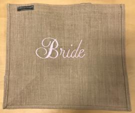 Jute tas L geborduurd met Bride in licht roze