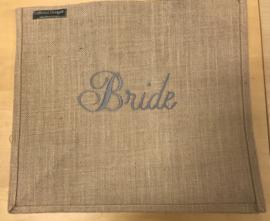 Jute tas L geborduurd met Bride in Grijs