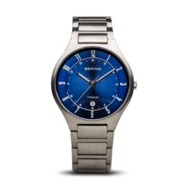 Bering horloge classic brushed Titanium grijs blauw 11739-707