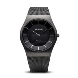 Bering horloge classic brushed black  11935-222