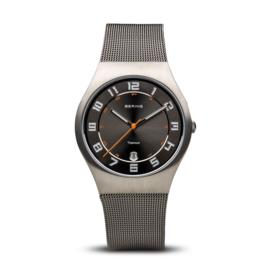 Bering horloge classic brushed titanium zwart 11937-007